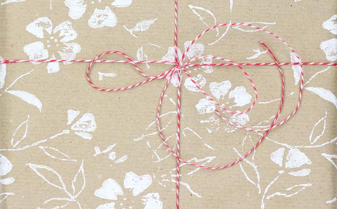 DIY: Geschenkpapier mit Musterwalze bedrucken | we love handmade