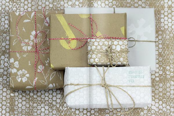 Geschenkpapier-stempeln