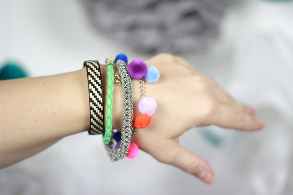 we love handmade PomPom Armband