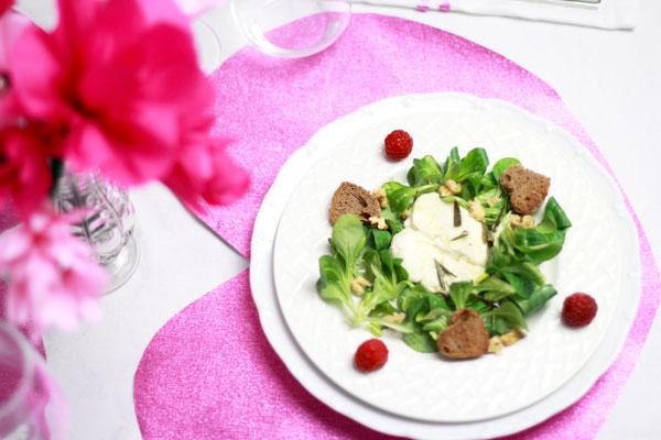 warmer Ziegenkäse auf Salat
