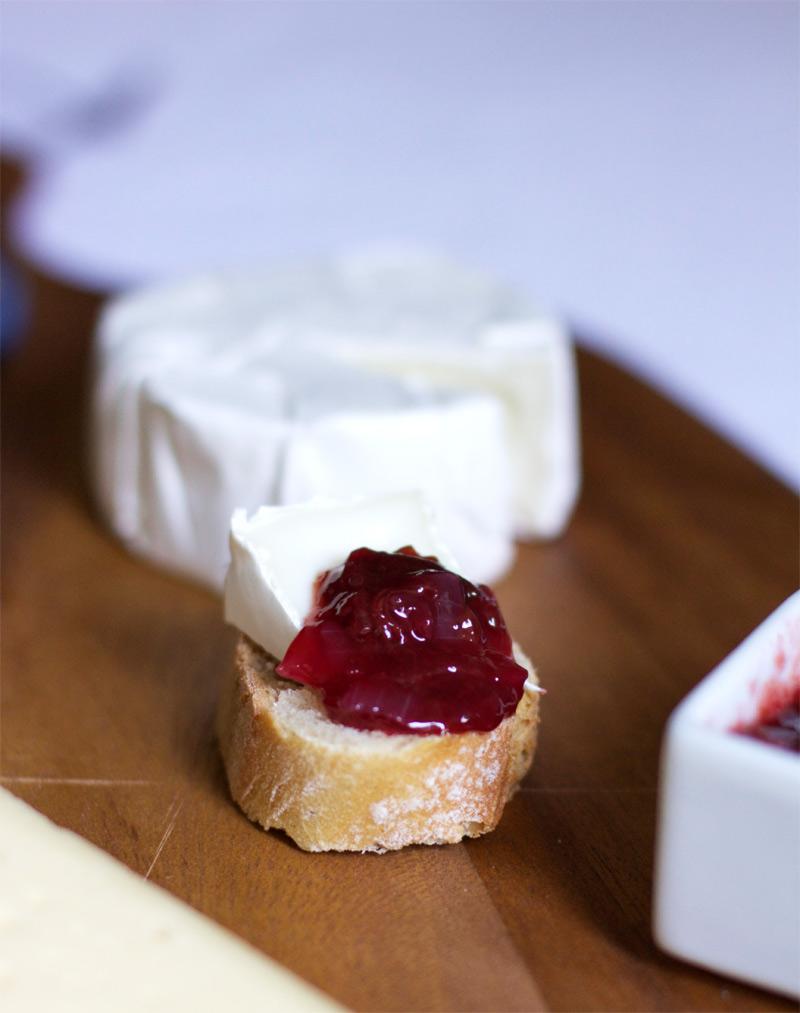 Camembert und Zwetschken-Chutney |we love handmade