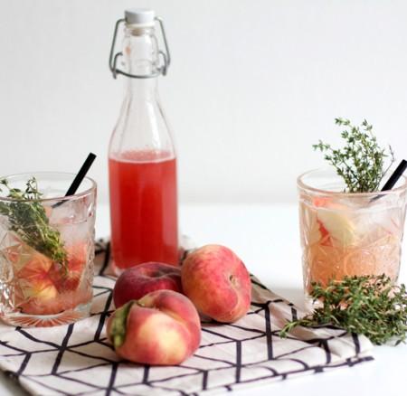 Drinks: Pfirsich-Thymian-Sirup