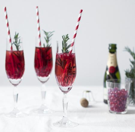 Drinks: Granatapfel-Rosmarin-Champagner-Cocktail
