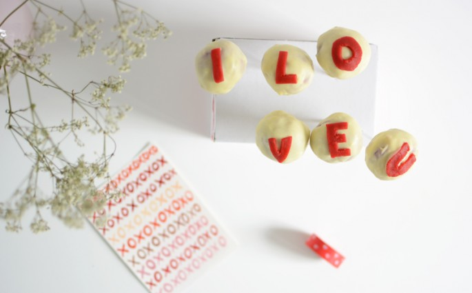 Cake Pops Love | welovehandmade
