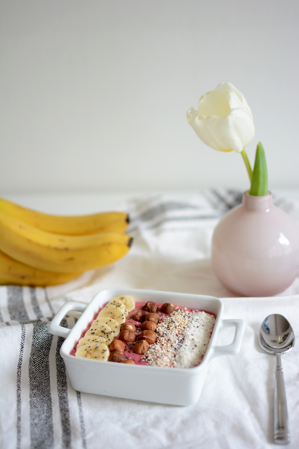 Raspberry-Smoothie-Bowl | welovehandmade