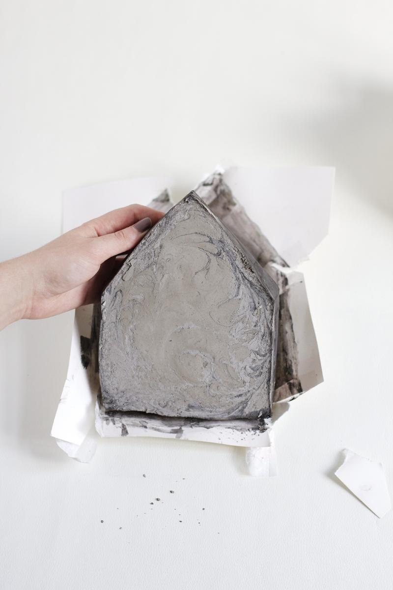 Schwarzes Zement-Haus |we love handmade