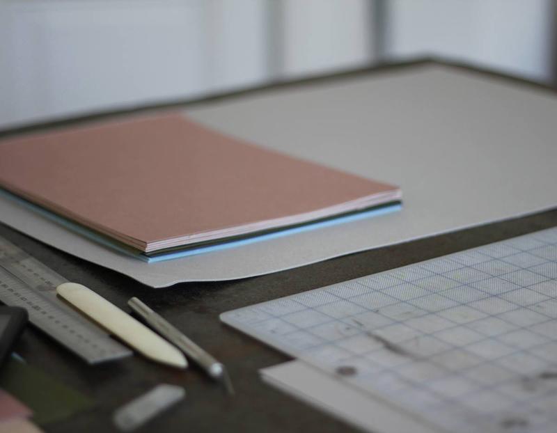 Foto von Falz und Vorsatz. Buchbinden |we love handmade