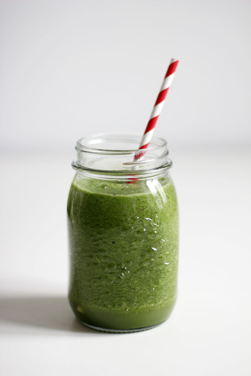 Rezept: Green Smoothie - Grünkohl, Spinat, Limette, Kokoswasser, Apfel und Chilli | we love handmade