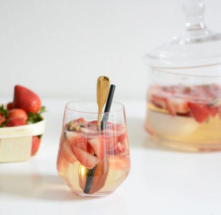 Drinks: Erdbeer-Rosen-Bowle