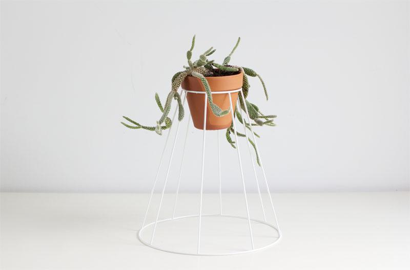 DIY: Blumenständer aus Lampenschirm | we love handmade