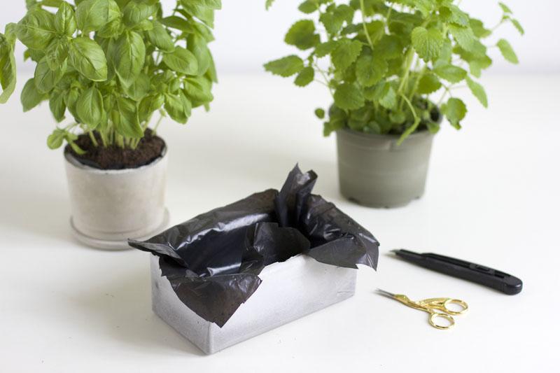 Betonblumentopf mit Teichfolie |we love handmade