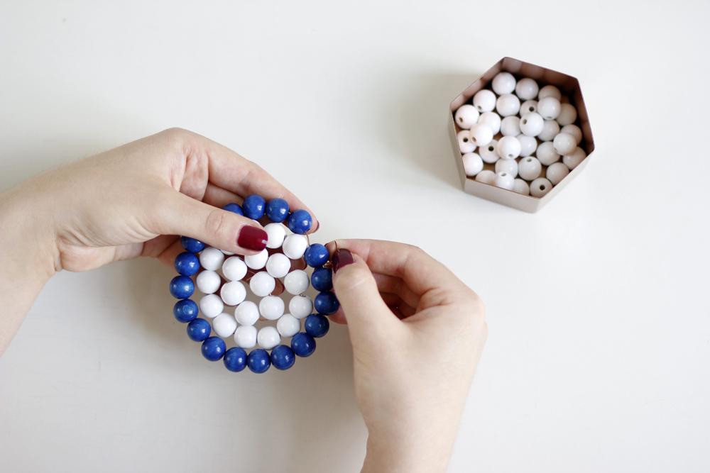 DIY: Untersetzer und Serviettenringe aus Holzperlen | we love handmade