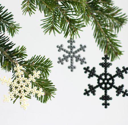 DIY: Schneeflocken aus Bügelperlen