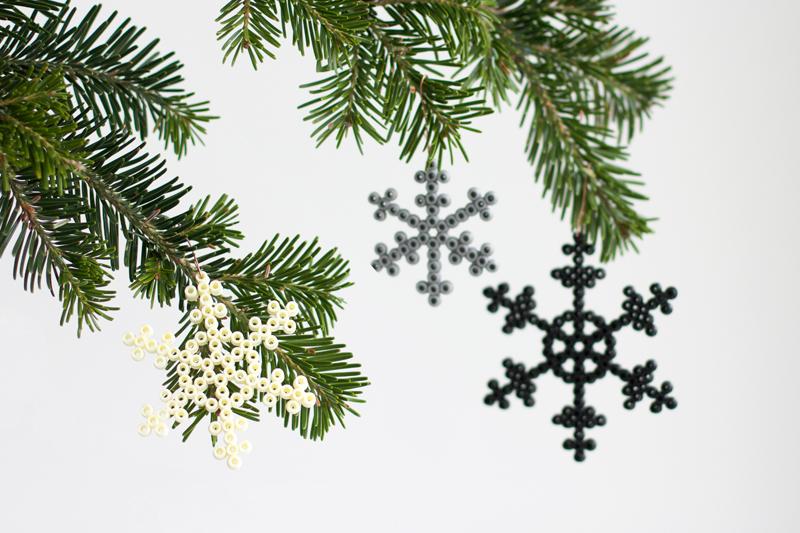 DIY: Schneeflocken aus Bügelperlen - we love handmade