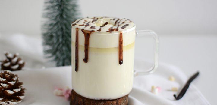 Drinks: weiße, heiße Trinkschokolade