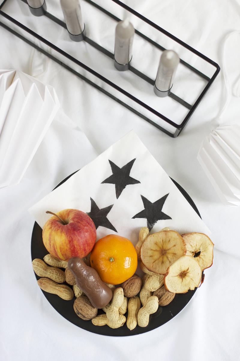 Serviette mit Kartoffeldruck für Gabenteller verwenden | we love handmade