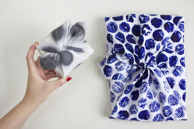 diy furoshiki geschenke mit stoff verpacken we love handmade. Black Bedroom Furniture Sets. Home Design Ideas