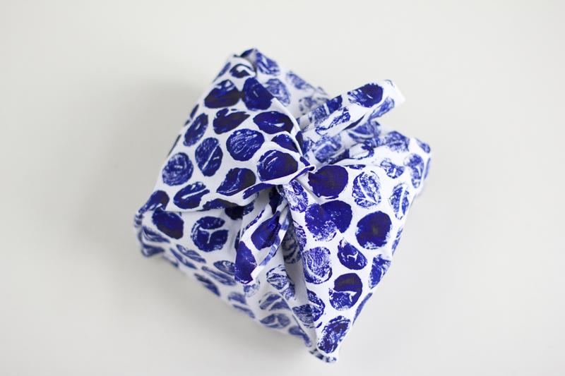 Mit Stempelwalze Stoff bedrucken | we love handmade