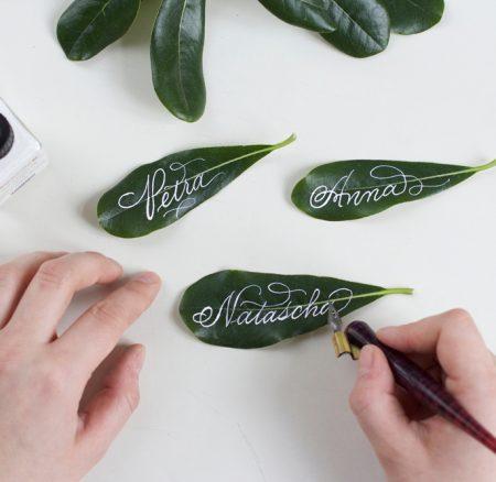 Kalligraphie DIY: Blätter-Tischkärtchen