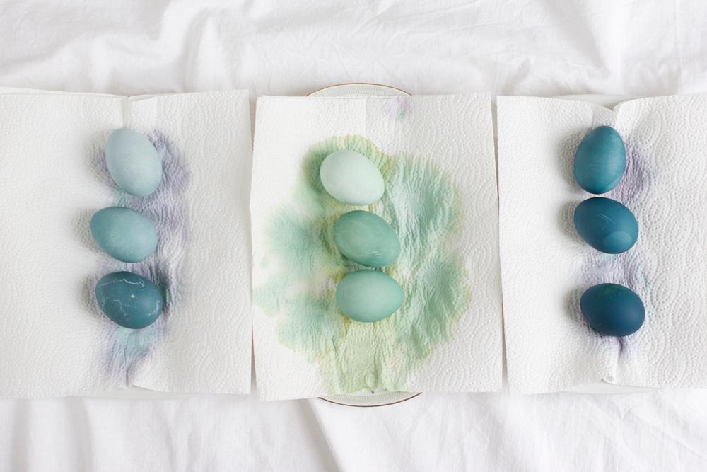 Ostereier grün und blau natürlich färben | we love handmade