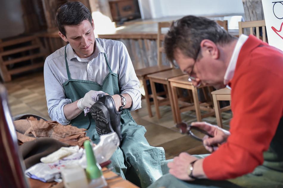 Schuhe putzen beim CraftCamp 2017 |we love handmade