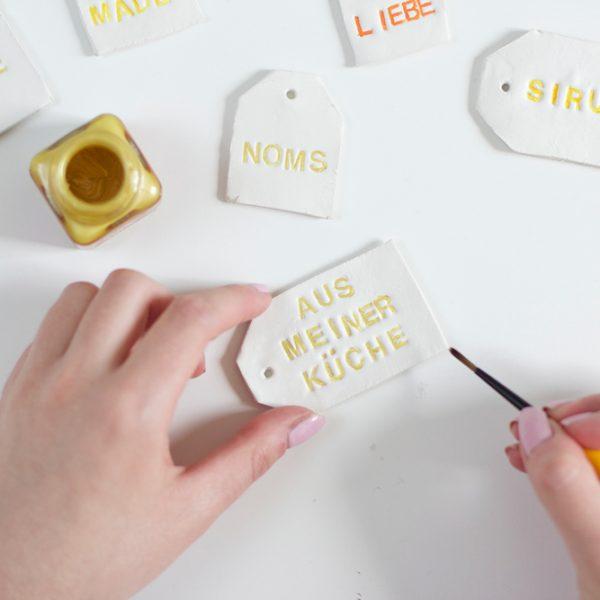 DIY: Clay-Anhänger bemalen |we love handmade