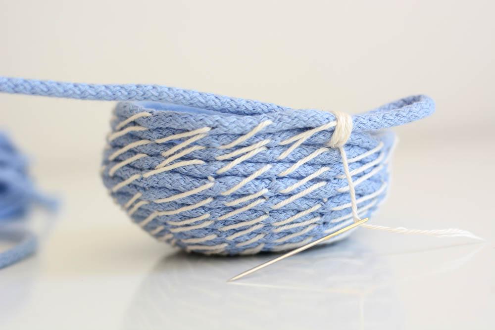 Schale aus Baumwollseilen DIY | we love handmade