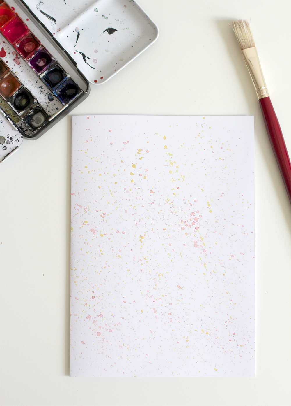 DIY:  Cover-Papier mit Spritzern | we love handmade