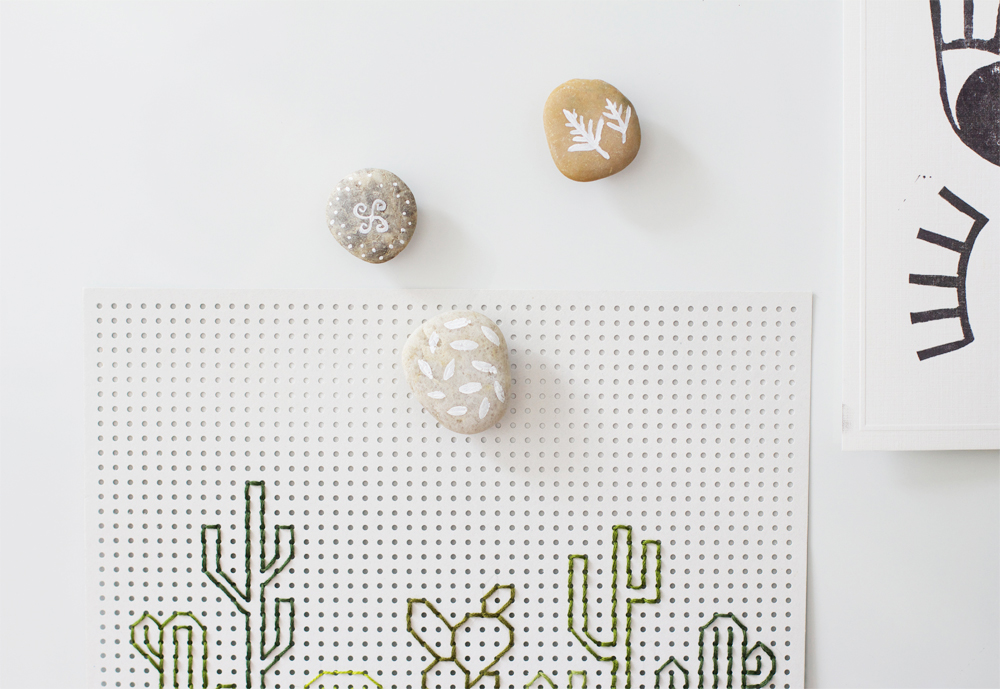 DIY: Bemalte Magnet-Steine | we love handmade