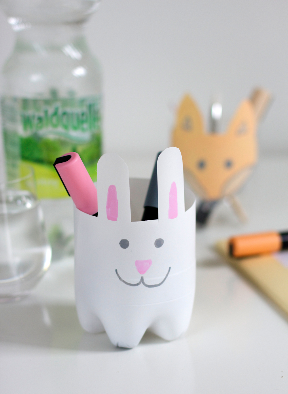 Stiftehalter aus Plastikflasche |we love handmade