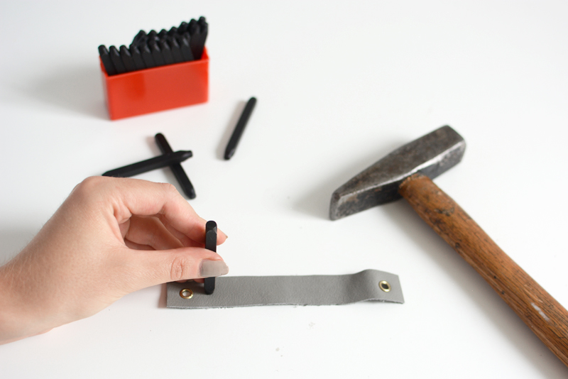 Schlüsselanhänger mit Schlagbuchstaben | we love handmade