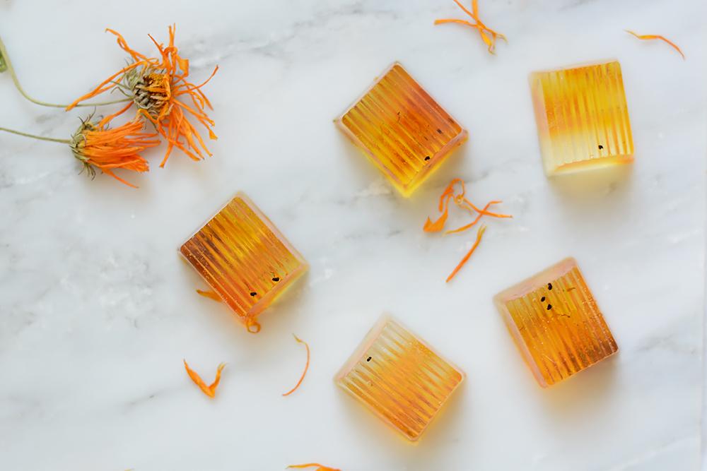 Ringelblumen-Seife selber machen | we love handmade