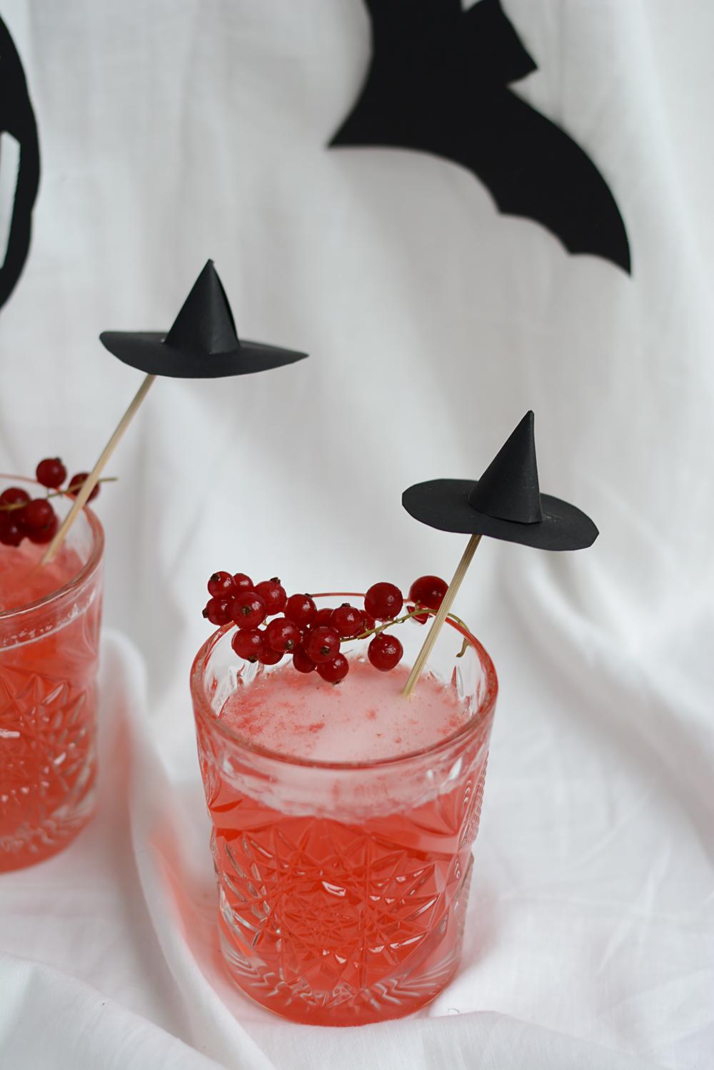 Ribisel-Gin-Tonic: Halloween-Rezept | we love handmade