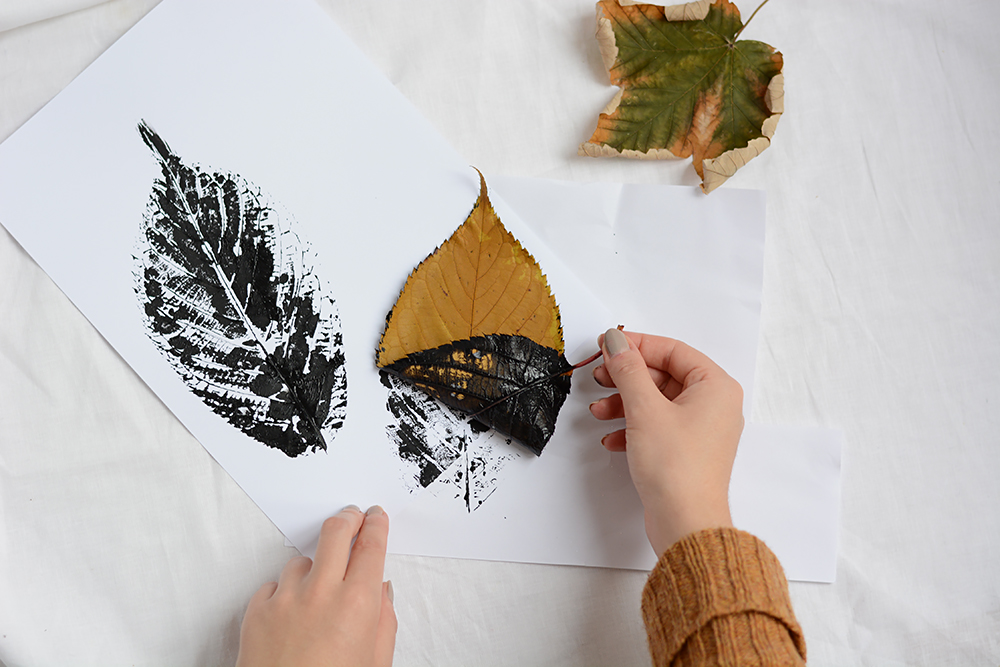 Blätterdruck mit Herbstblättern | we love handmade