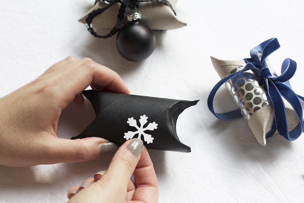 Geschenkboxen aus Klopapierrollen gestalten | we love handmade