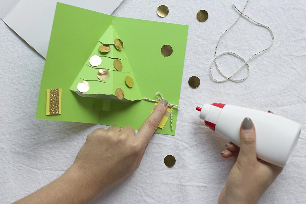 Weihnachtliche Klappkarte gestalten | we love handmade