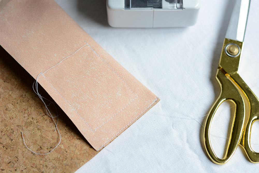 Notizbuchhülle aus Kork nähen | we love handmade