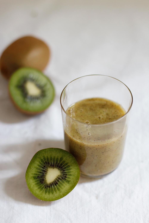 drinks bananen kiwi super smoothie we love handmade. Black Bedroom Furniture Sets. Home Design Ideas