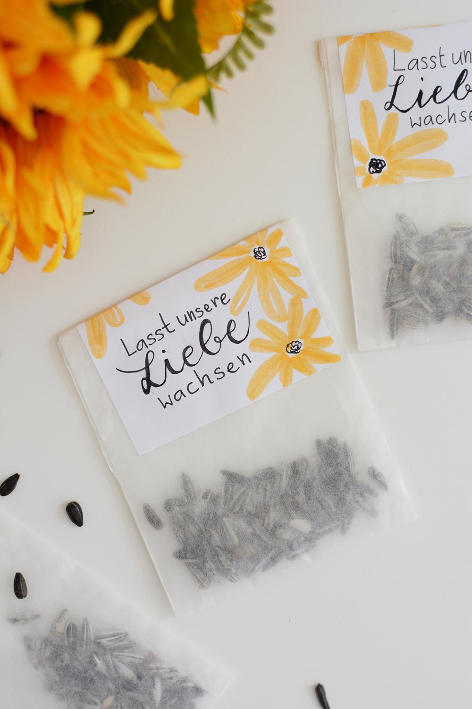 Gastgeschenk: DIY Sonnenblumen-Hochzeit | we love handmade