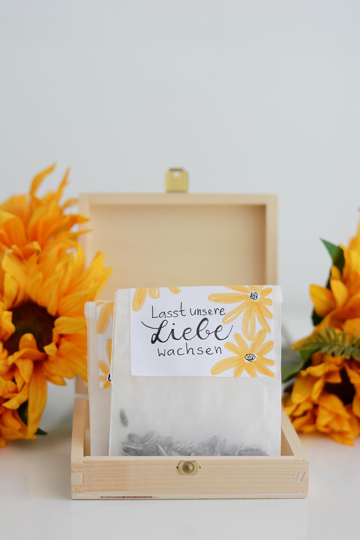 Gastgeschenk: Sonnenblumen-Tüten DIY | we love handmade