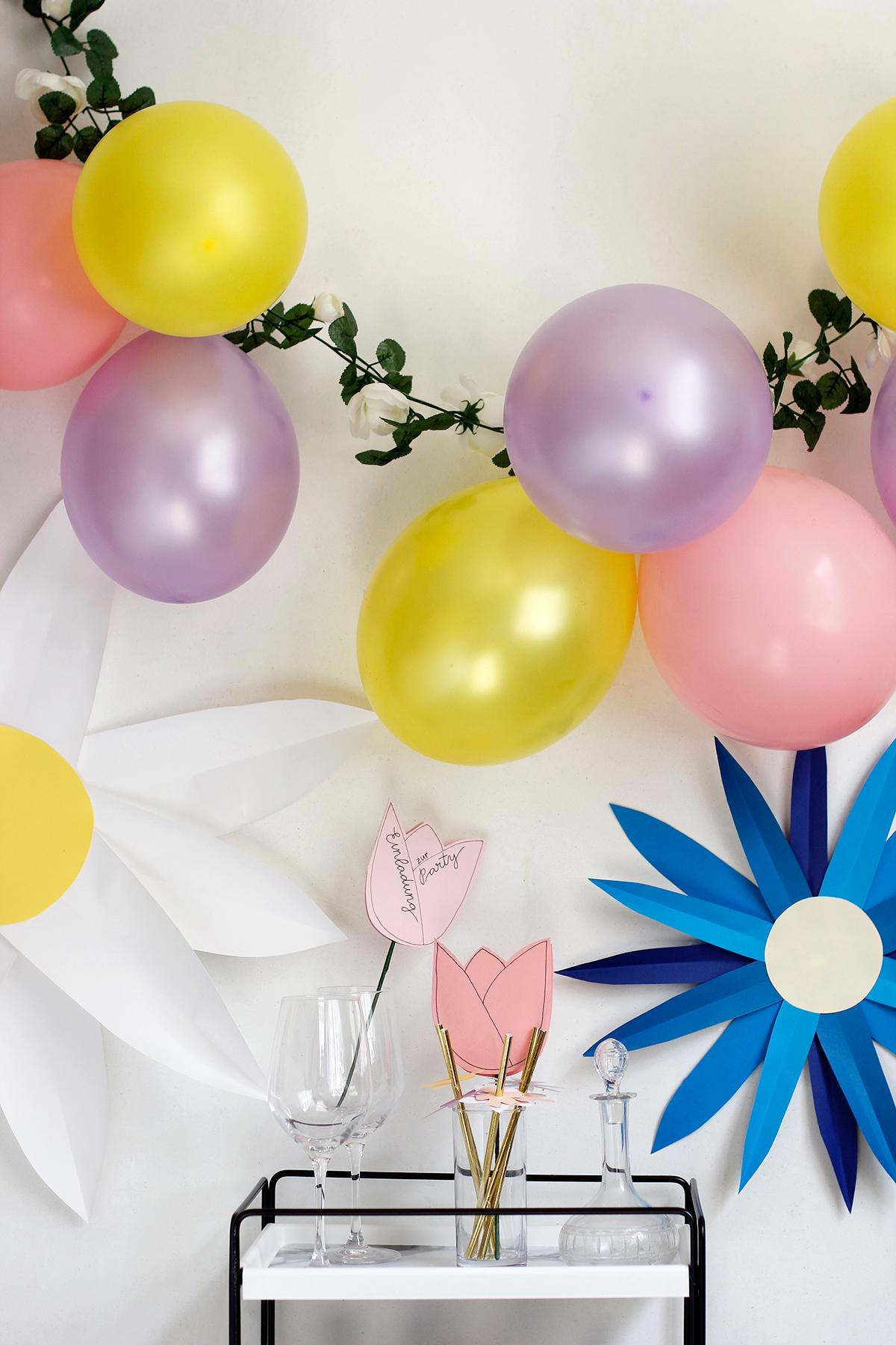 Luftballon-Blumen-Girlande selber machen |we love handmade