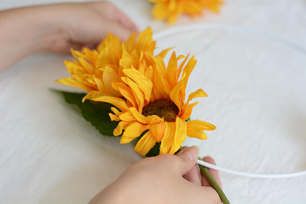 Blumenkranz für Hochzeit selber machen | we love handmade
