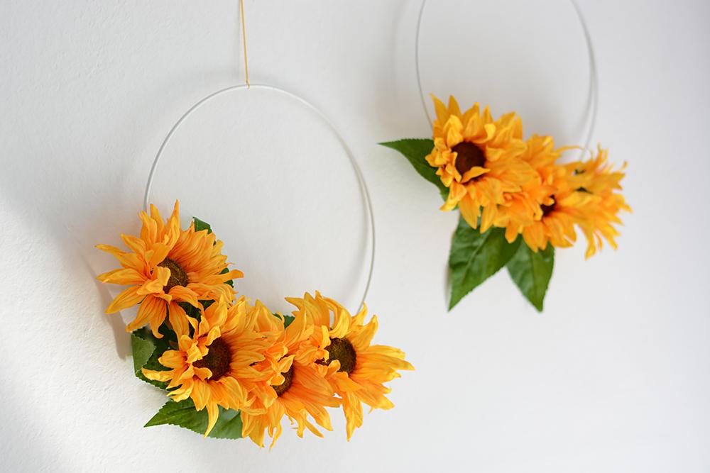 Blumenkranz als Deko: Hochzeit | we love handmade