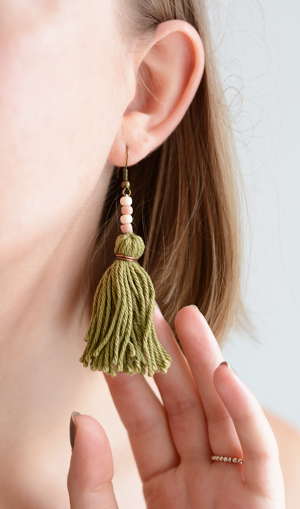 Tassel-Ohrringe: DIY-Tutorial | we love handmade