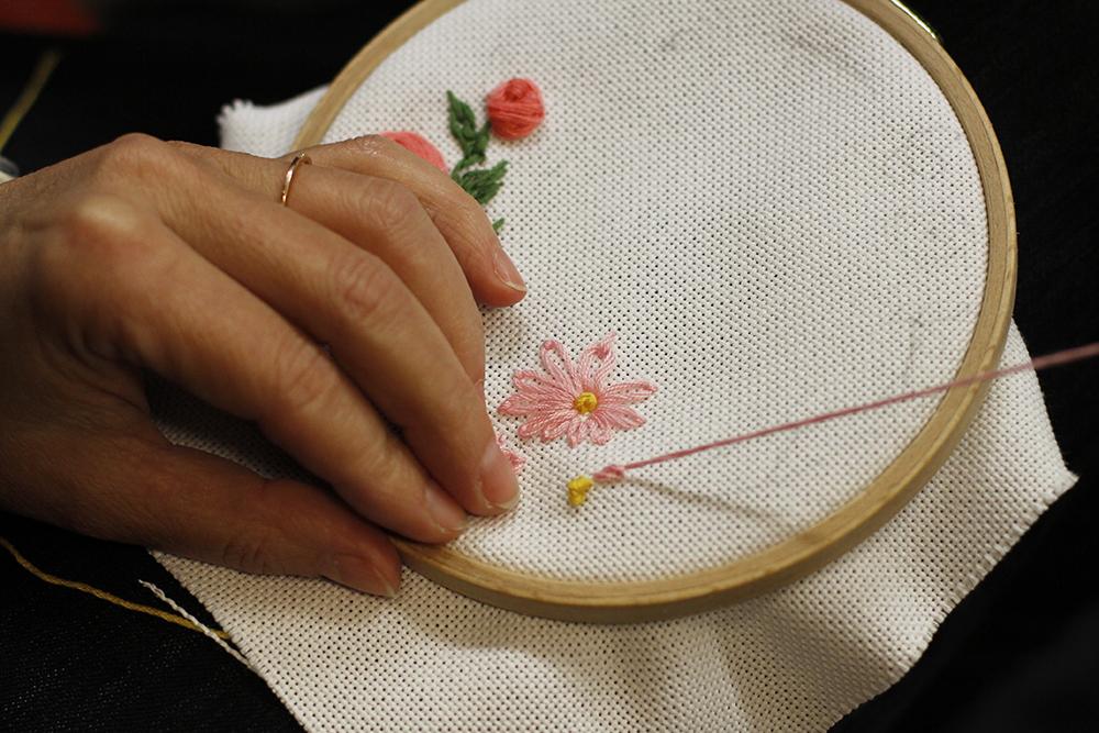 Blumen-Stickbild selber machen | we love handmade