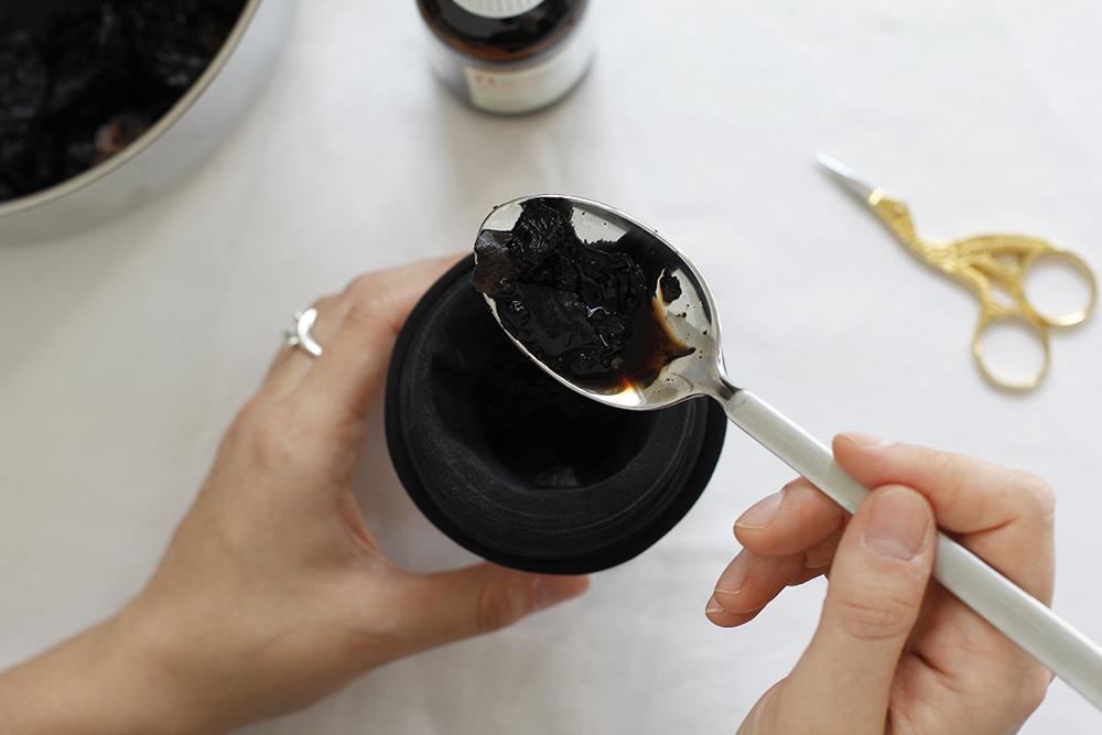 DIY: Walnusstinte herstellen | we love handmade