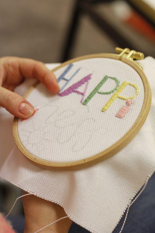 Schriftzug sticken: DIY   we love handmade