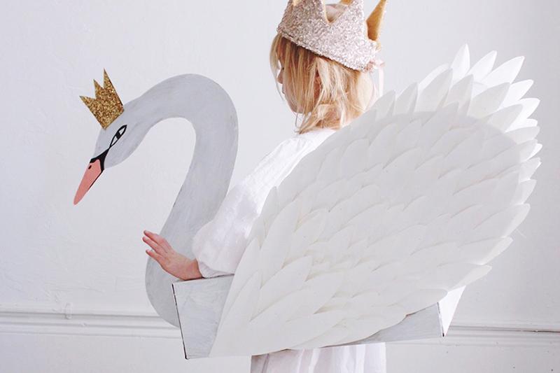 Swan Costume von mermagblog.com