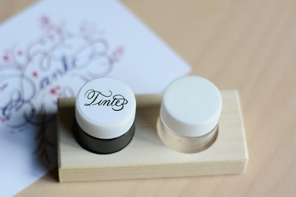 Tintenhalter mit Walnusstinte: Kalligraphie-Set | we love handmade