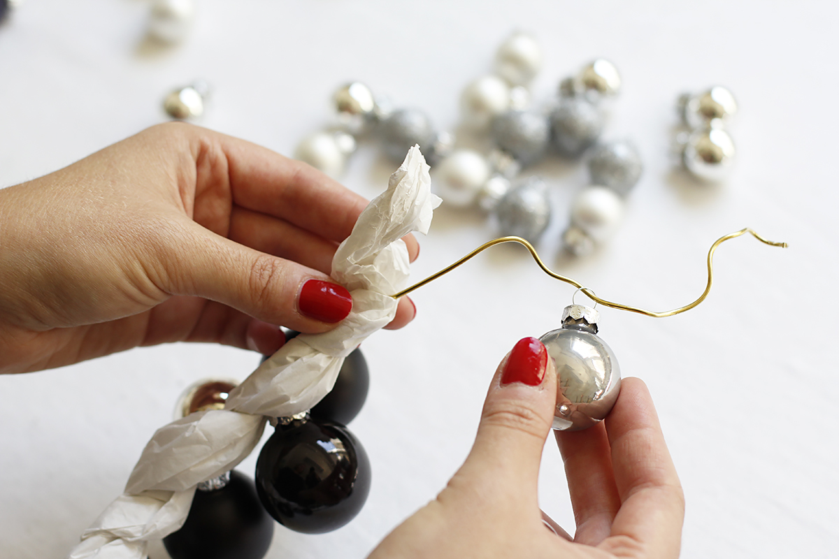 Kranz Christbaumkugeln.Diy Kranz Aus Christbaumkugeln We Love Handmade